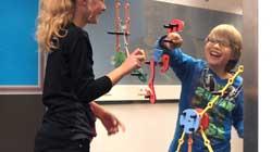 Samen spelen voor geïsoleerde kinderen