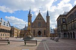 Crisissfeer neemt toe op Binnenhof